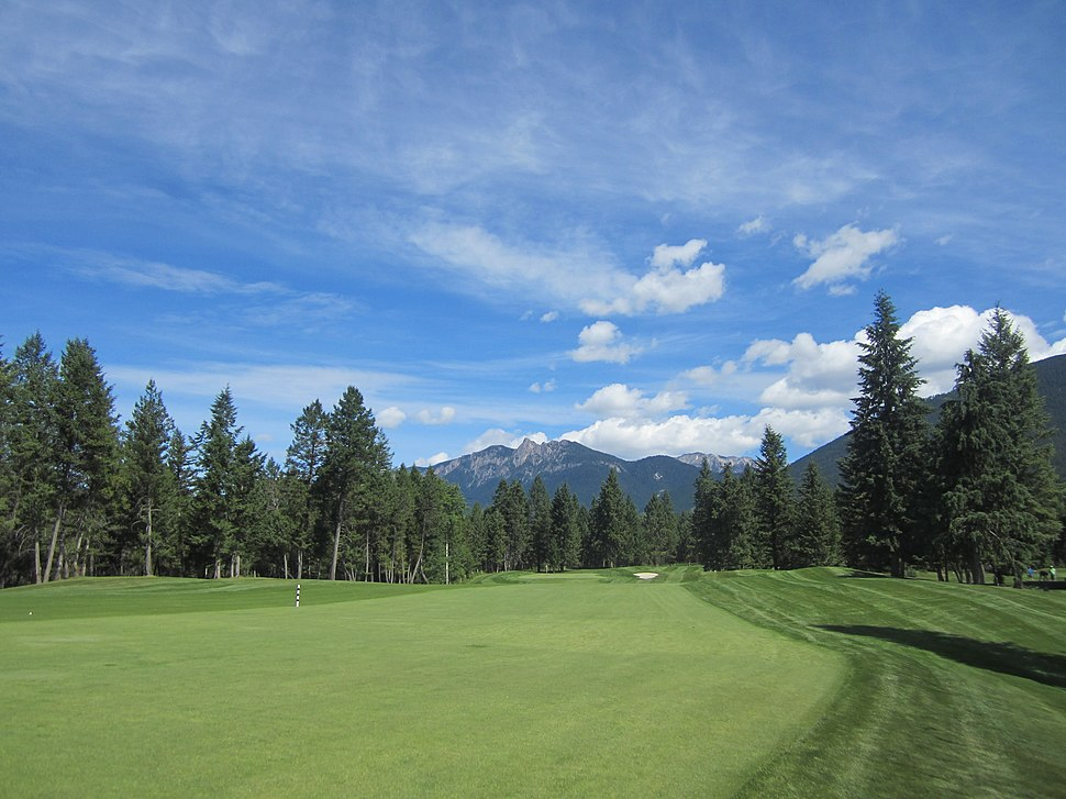 First Hole, Spur Valley Golf Course - panoramio