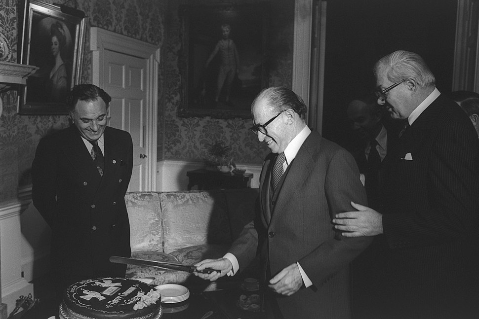 Flickr - Government Press Office (GPO) - P.M. CALLAGHAN TAKING P.M. MENAHEM BEGIN TO TABLE WITH A HANUKA CAKE PREPARED IN HIS HONOR