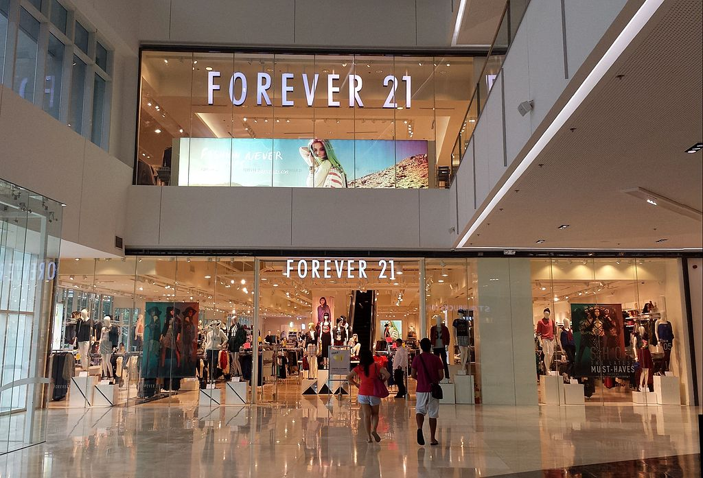 19 Thoughts You Have Shopping In Forever 21 When Youre Over 21