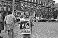 Frans Koster demonstreert voor cabaretprogramma op Dam, Amsterdam Frans Koster , Bestanddeelnr 923-9603.jpg