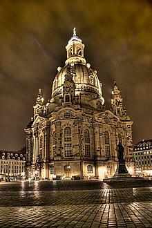 Frauenkirche bei Nacht.jpg