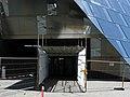 Freiburger Universitätsbibliothek Wegen herabfallender Fassadenteile wurde die Umgebung abgesperrt 8.jpg