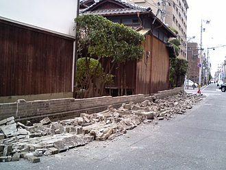 2005 Fukuoka earthquake - Image: Fukuoka Earthquake Wall