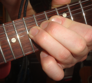 Finger vibrato - whole tone on electric guitar
