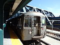 G train at Smith-9th Sts.jpg