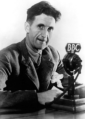Оруэлл во время работы на BBC (1941г.)