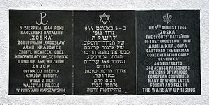 Gęsiówka - Gęsiówka liberation memorial plaque at 34 Anielewicza Street - the inscription is in Polish, Hebrew and English