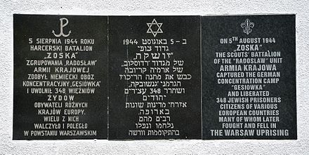 Gesiowka-liberation memorial plaque in Polish, Hebrew, and English Gesiowka commemorative plaque at 34 Anielewicza Street.JPG