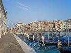 Gondole sul Canal Grande Dogana Venezia.jpg