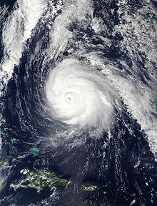 Un'immagine satellitare visibile di un uragano ben organizzato alla massima intensità il 16 ottobre.