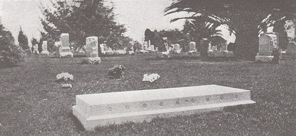Chase's grave in Inglewood Park Cemetery, Los Angeles as it appeared in 1920. Grave-of-Thornton-Chase.jpg