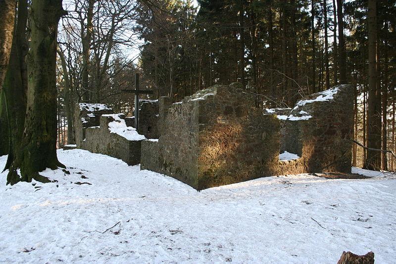 File:Hünenkapelle Tönsberg.JPG