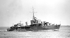 HMCS Iroquois (G89) underway, circa in 1942.jpg
