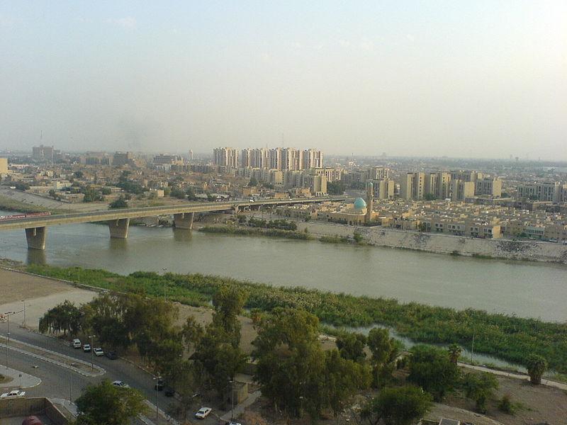 التعريف بالعراق كبلد سياحي المعلومات 800px-Haifa_street,_as_seen_from_the_medical_city_hospital_across_the_tigres.jpg
