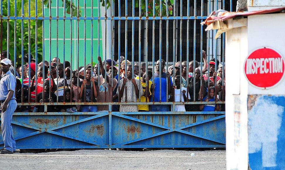 Haitians in Port-de-Paix await distribution of relief supplies 2010-01-15