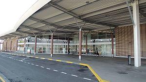 La Tontouta International Airport - Image: Hangar Aéroport Nouméa La Tontouta