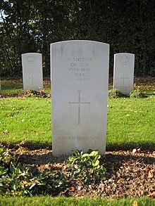 Une tombe anonyme dans le cimetière britannique d' hermanville-sur