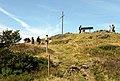 Herzogenhorn mit Gipfelkreuz und Panoramatafel.jpg