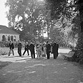 Het prinselijk gezin wordt bij aankomst in de Prinsentuin in Leeuwarden ontvange, Bestanddeelnr 255-7425.jpg
