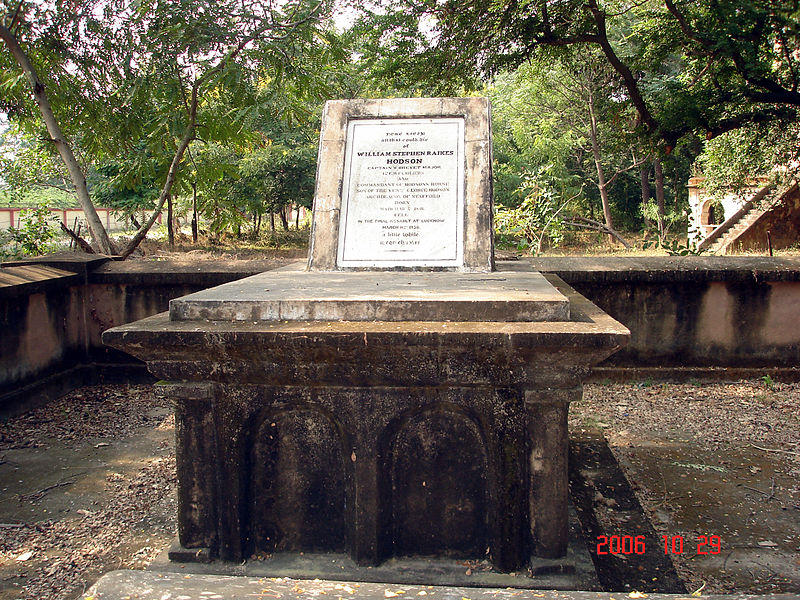 File:Hodson grave in la martiniere Lucknow.jpg