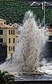Hohe Atlantikwellen brechen sich am Strand von Santa Cruz (Madeira). 09.jpg