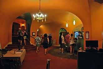 Hollywood Theatre (Portland, Oregon) - Image: Hollywood Theatre lobby and stairs Portland, Oregon