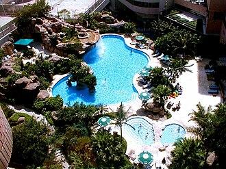 Hong Kong Parkview - Image: Hong Kong Parkview Swimming Pool 2000