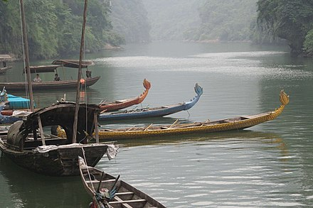 Boats on the Yangtze River, upstream from the Three Gorges Hubei-Yichang.JPG