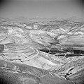 In de woestijn van Judea. Aan horizon de ommuurde stad, mogelijk Jeruzalem, Bestanddeelnr 255-5395.jpg