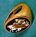 Inel de aur cu o camee elenistica reprezentand Victoria pe biga (Poiana).jpg