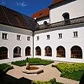 Innenhof Kloster Hall.jpg