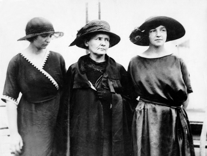 File:Irène, Marie et Ève Curie.jpg
