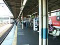 JREast-Keihin-tohoku-line-Kawaguchi-station-platform.jpg
