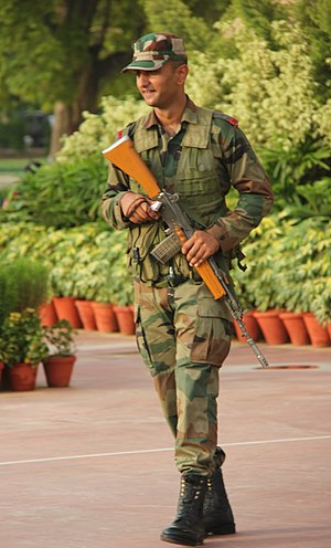 INSAS rifle - A JAK LI soldier guarding the India Gate with INSAS rifle.