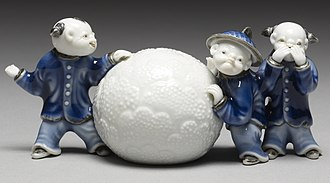 Hirado ware - Brush rest in the form of boys with a snowball, porcelain with underglaze blue, 1800–1830