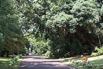 José do Canto - Botanical Garden José do Canto entranceway, with monument to José do Canto