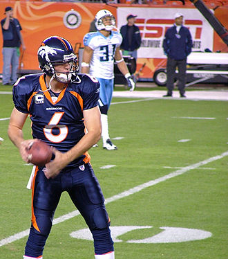 Jay Cutler (American football) - Cutler preparing for the Titans in a 2007 MNF game.