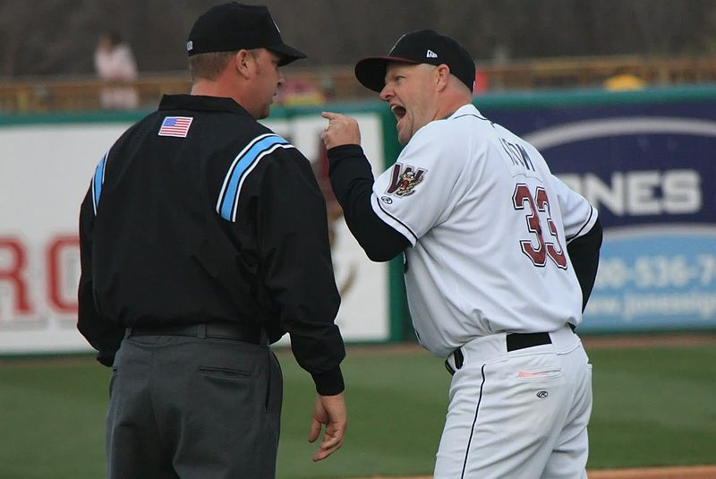 Jeff Isom arguing with an umpire.JPG