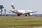 Jetstar (VH-VGH) Airbus A320-214 taking off on runway 25 at Sydney Airport.jpg