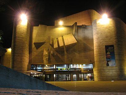 איך מגיעים באמצעות תחבורה ציבורית אל תיאטרון ירושלים? - מידע על המקום