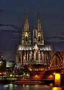 Kölner Dom Ostseite Abenddämmerung (9739 41 40).jpg
