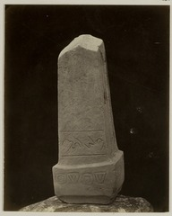 KITLV 28231 - Isidore van Kinsbergen - Stone (back) with inscription at the residency in Kediri - 1866-12-1867-01.tif