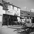 Kar en paarden bij smederij Georg Krauss, Bestanddeelnr 254-3179.jpg