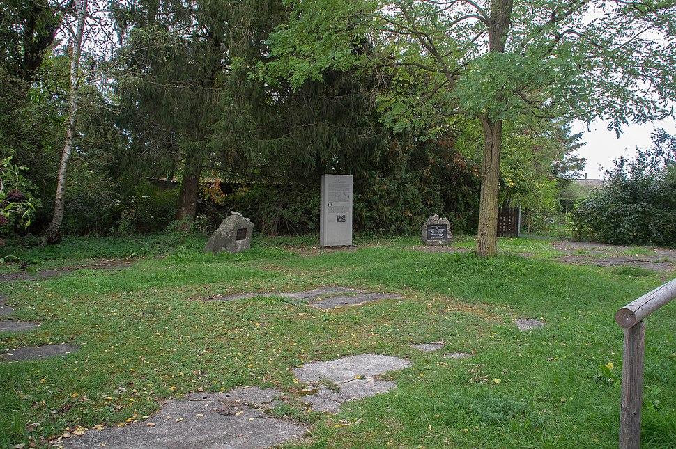 Kaufering, Kleingartenanlage Hiltistraße, KZ-Gedenkstätte 008