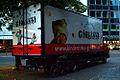 Kinderzirkus Giovanni Mercedes-Truck vor der Marktkirche in Hannover, Blick von hinten rechts.jpg