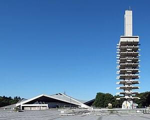 体育館と管制塔