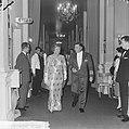 Koningin Juliana en luitenant generaal H.P. Zielstra, Bestanddeelnr 915-2806.jpg