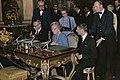 Koningin Juliana ondertekent de akte van erkenning van de Republiek Suriname op , Bestanddeelnr 254-9717.jpg