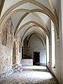 Kraków - Tyniec, klasztor benedyktynów, krużganki.jpg
