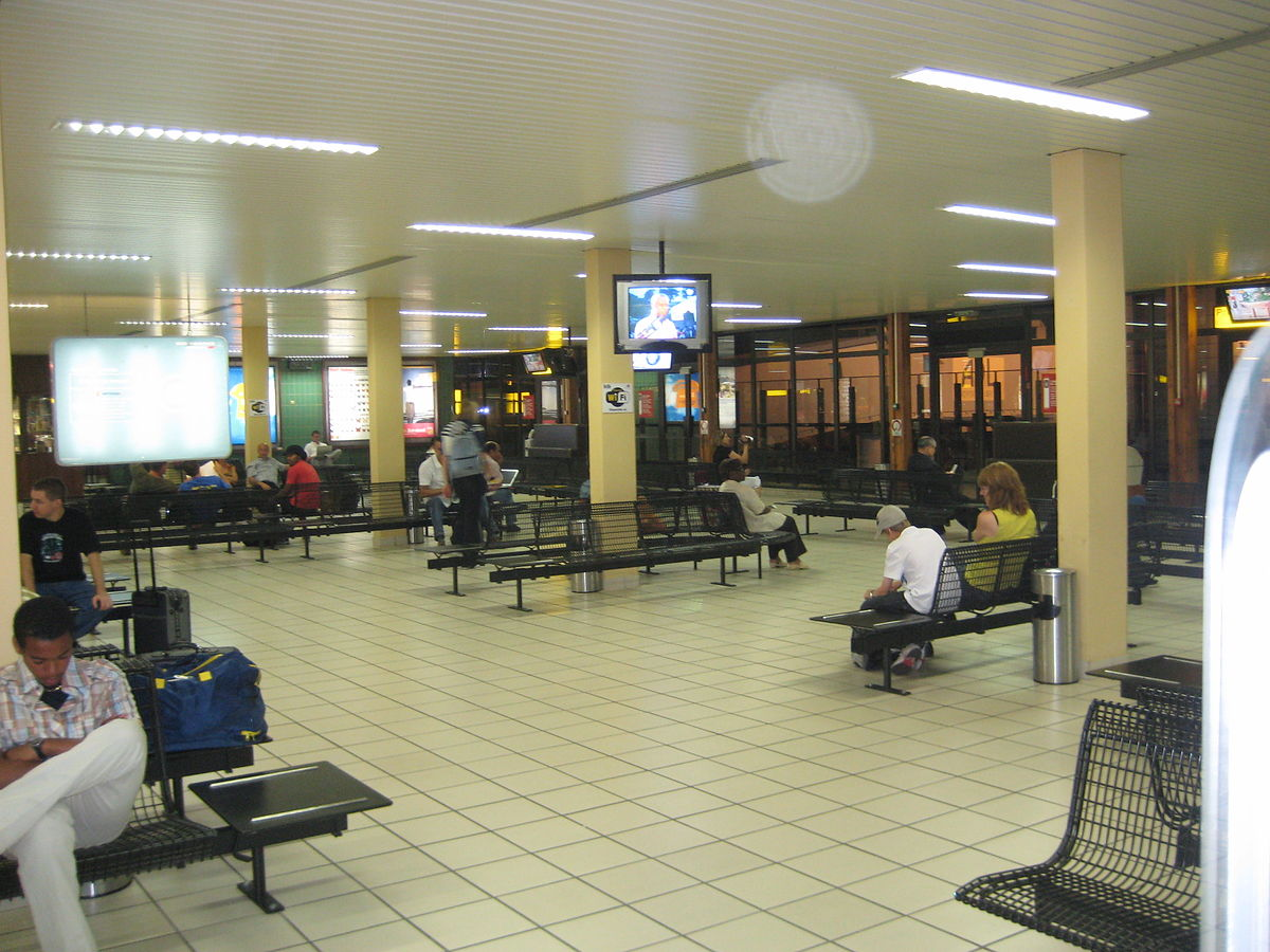 L U00e9on-mba International Airport